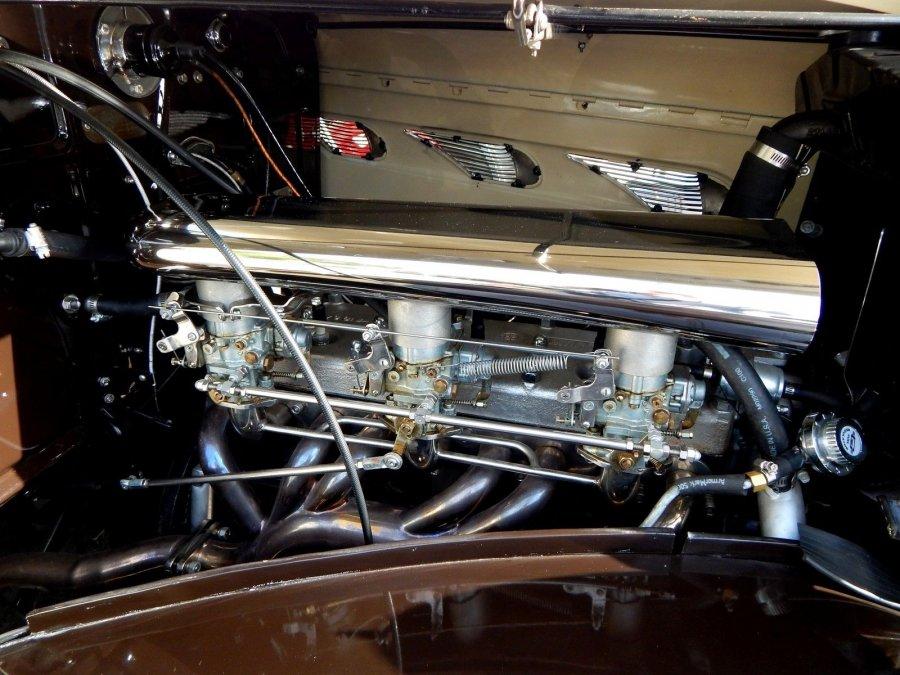 Tri Carb Manifold -1936 DeSoto.jpg