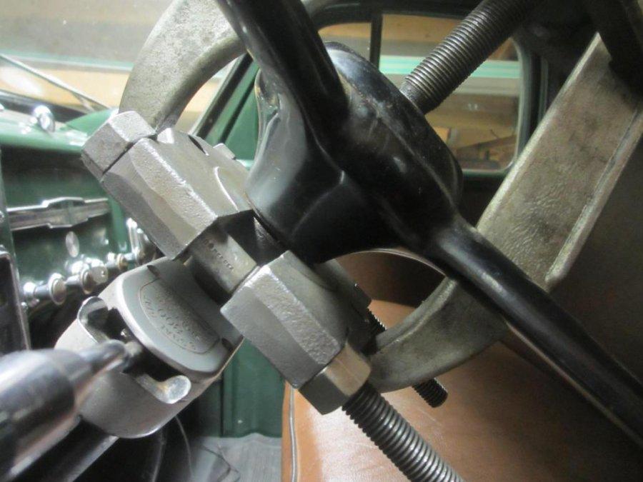 Steering Wheel Splitter Posi-Lok Puller (9).JPG