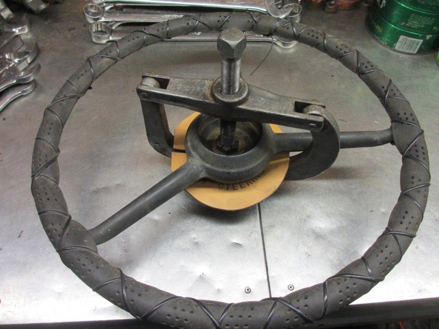 Steering wheel Puller Miller 232 (2).JPG