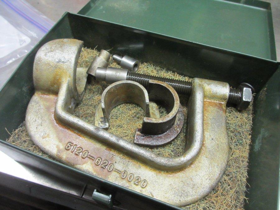 Puller  Old Style Steering Wheel.JPG
