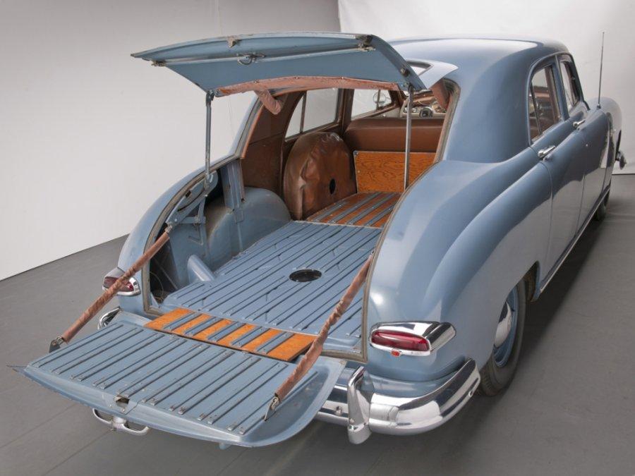 kaiser_special_4-door_traveler_sedan_3.jpg