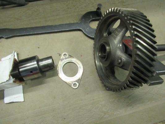 Removing the badly worn original Toll gate 413  cam gear (4).JPG