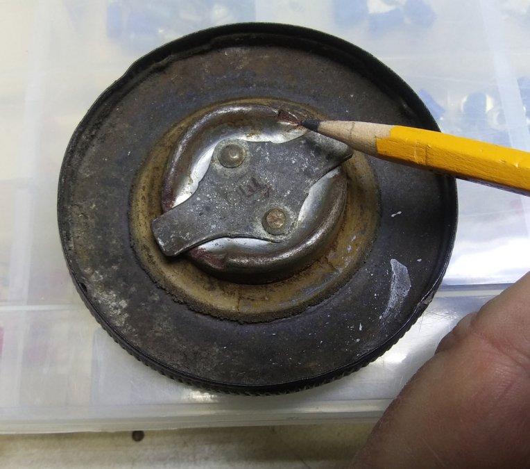 fuel-cap-1.jpg.017d9e6384c16b189c471bc92062c2bb.jpg